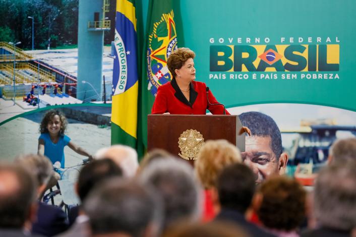 Presidenta Dilma Rousseff durante cerimônia de anúncio do resultado da seleção de saneamento e pavimentação do PAC2. (Brasília - DF, 24/10/2013). Foto: Roberto Stuckert Filho/PR