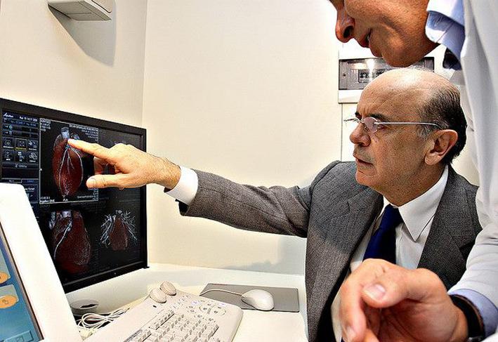 José Serra homenageia a categoria no Dia do Médico, em 18 de Outubro. Foto: Divulgação / Facebook