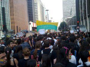 Protesto contra irregularidades no ENEM, feito na Avenida Paulista, São Paulo, Brasil. 15 de Novembro de 2010. Foto de participante.