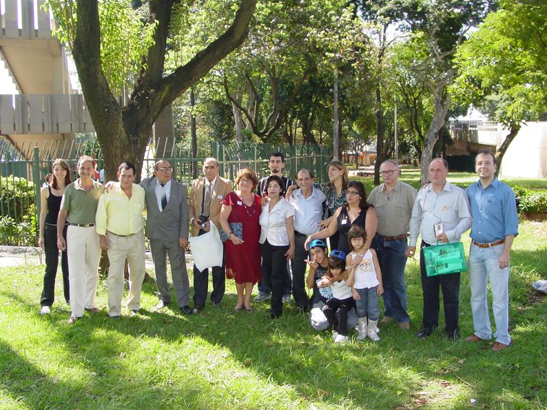 De camisa amarela, o deputado Federal Arnaldo Faria de Sá e Simão Kerimian, membros da comunidade armênia, Mgrdich Codjaian e sua esposa Sossie Haroutonian Codjaian. Foto: aloimage
