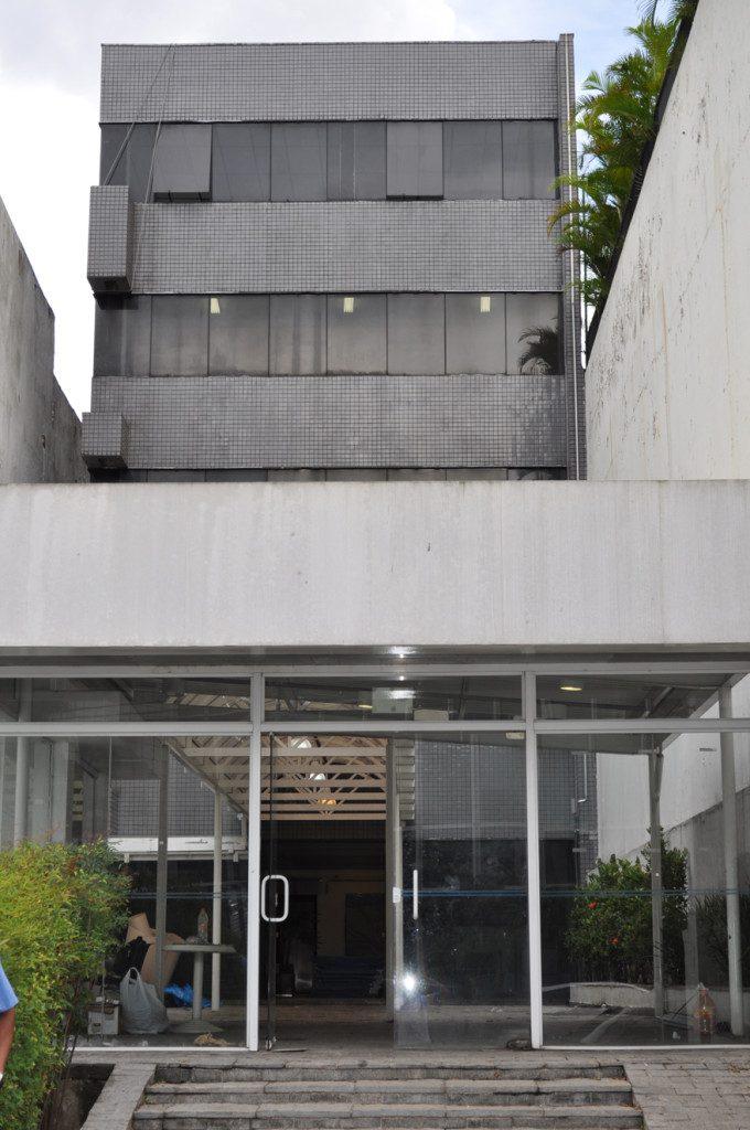 Fachada da Unidade de Farmácia Vila Mariana, antes da inauguração, ainda em processo final de reforma. Atendimento de até 25.000 pessoas por mês. Foto: aloimage