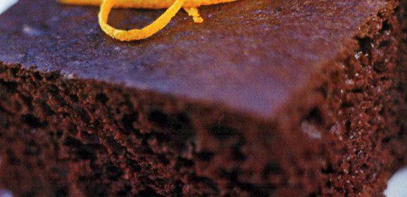 Bolo quente de chocolate e amoras