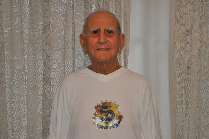 No dia 10 de novembro de 2010, com a camisa do Cinquentenário do Futebol das Quintas, entregue em sua casa, devido à fragilidade de sua saúde. Foto: aloimage