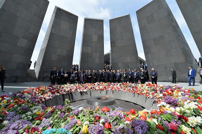 Líderes mundiais fazem um minuto de silêncio em Yerevan