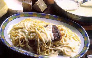 Spaghetti aos 4 Queijos com Supresa de Filé.  Receita do chef Jorge Nascimento. Foto: Clóvis Dariano. Produção Ana Lima e Vivian Loureiro