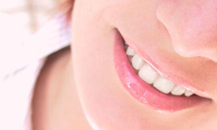 Por que é que os dentes ficam mais amarelos com a idade?