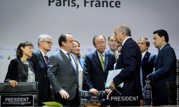 Acordo global sobre mudança do clima é adotado em Paris pela ONU
