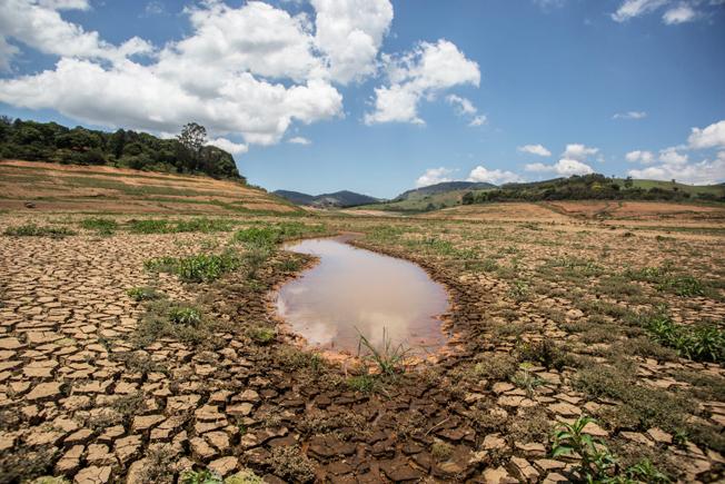 Relatório da UNESCO apontou efeitos da escassez e do mau uso dos recursos hídricos para as economias dos países. Aspecto do Sistema Cantareira durante a estiagem em São Paulo. Foto: EBC.