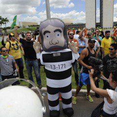 Justiça Federal suspende posse de Lula