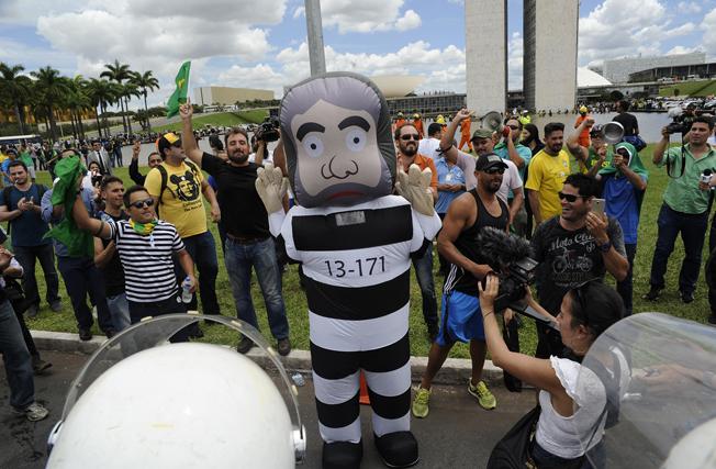 Boneco símbolo das manifestações contra o PT: Lula vestido de presidiário. Foto: Lucio Bernardo Jr./ Câmara dos Deputados