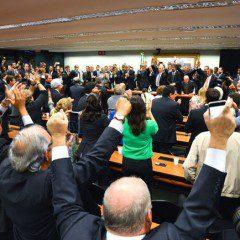 """Aos gritos de """"fora PT"""" e """"Temer presidente"""",  PMDB deixa o governo"""