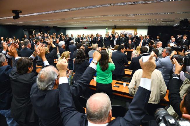 Brasília - Em reunião na Câmara dos Deputados, o Diretório  Nacional do PMDB decidiu hoje (29) deixar a base aliada do governo da presidente Dilma Rousseff. Foto: Fabio Rodrigues Pozzebom/Agência Brasil