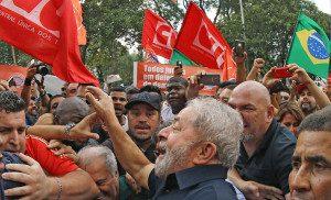 Lula volta para casa após depoimento na PF: apoio da militância petista. Foto: Ricardo Stuckert/ Instituto Lula