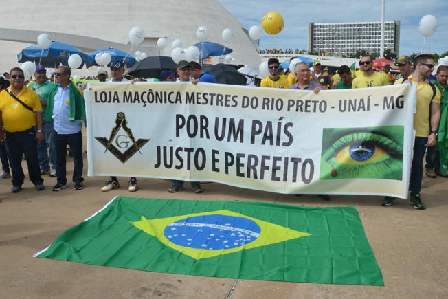 Maçonaria também se fez presente com faixas. Foto: Wilson Dias/Agência Brasil