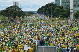 Brasília - Manifestantes vão a Esplanada dos Ministérios contra a corrupção e o impeachment. Foto: Wilson Dias/Agência Brasil