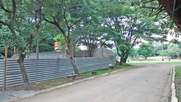 Tapumes cercam maior parte das dependências do clube esportivo. Foto: aloimage