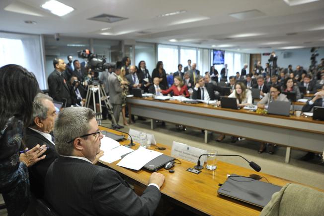 Comissão do Impeachment delibera no Senado, assista ao vivo