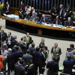 Começa discussão sobre impeachment no Plenário da Câmara