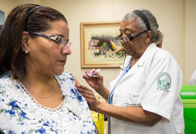 Nesta segunda-feira (4) teve início a vacinação dos funcionários da saúde em São Paulo. Foto: Foto: A2img / Eduardo Saraiva