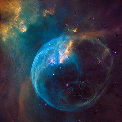 Hubble faz 26 anos e destaca bolha gigante soprada no espaço, vídeo