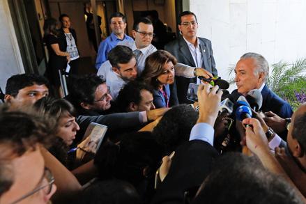 22/04/2016- Brasília- DF, Brasil- O presidente em exercício Michel Temer chega ao seu gabinete no Palácio do Planalto. Foto: Anderson Riedel /VPR