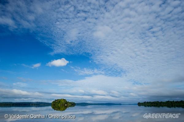 Rio Tapajós, na região da Terra Indígena Sawré Muybu, do povo Munduruku, no Pará. Energias renováveis, como solar e eólica, detêm a chave para o futuro energético do Brasil. Itaituba, Pará. 25/02/2016. Foto: Valdemir Cunha/Greenpeace.
