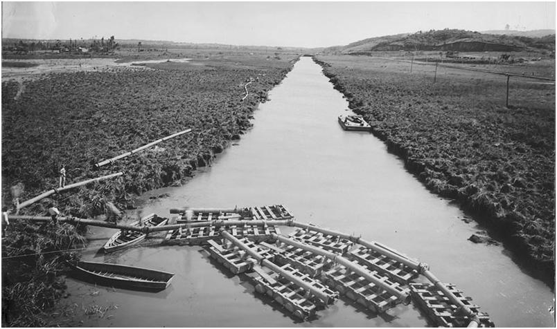 Canal do Rio Pinheiros em direção sul da Avenida Cidade Jardim. Foto: acervo da Fundação Energia e Saneamento de São Paulo.