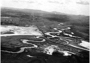 Confluência dos rios Tietê e Pinheiros, olhando-se em direção a Osasco. S.d. Foto: acervo FES
