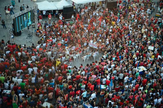 Rio de Janeiro - Manifestantes contra o impeachment se reúnem nos Arcos da Lapa, para assistirem a votação do processo de impeachment da presidente Dilma Rouseff. Foto: Tomaz Silva/Agência Brasil