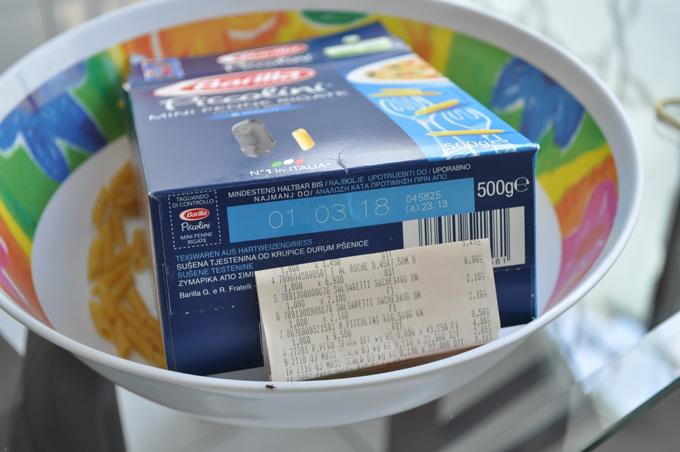 Embalagem do produto e ticket de compra fornecido pela consumidora. Foto: aloimage