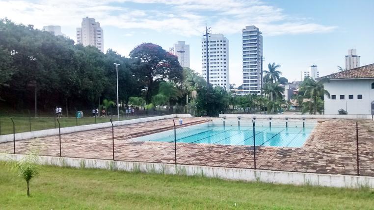 Piscina semiolímpica do Ceret: reforma levaria usuários também à prática da natação e proporcionaria a oportunidade de festivais, como os campeonatos que já ocorreram no passado. Foto: aloimage