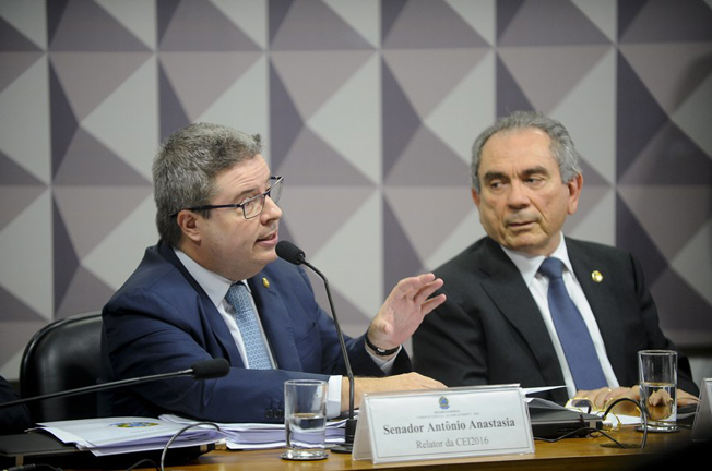 O relator senador Anastasia (E) e o presidente  Lira (D): paciência terá de ser redobrada até sexta-feira, dia de votação na CEIS. Foto:  Marcos Oliveira/Agência Senado