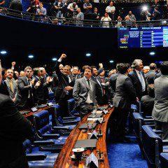 Senado abre processo de impeachment contra Dilma Rousseff, por 55 a 22
