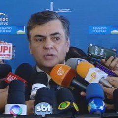 Renan suspende sessão até às 13h30