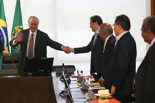 Brasília - O presidente interino Michel Temer  se reúne com dirigentes de centrais sindicais. Foto: Fabio Rodrigues Pozzebom/Agência Brasil