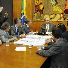 STF afasta Cunha da presidência da Câmara, ele diz que vai recorrer