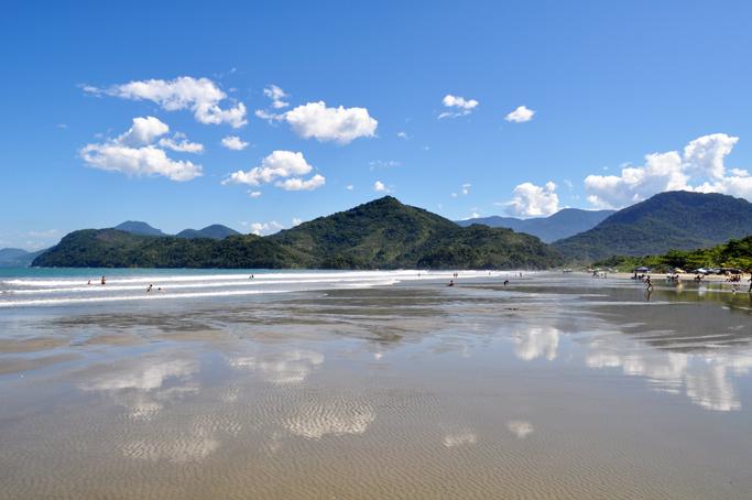 Vista da praia de Ubatumirim, em Ubatuba. Foto: aloimage