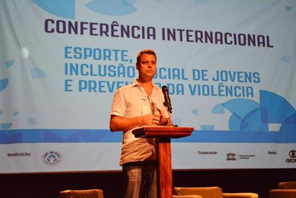 Há quase 20 anos no Brasil, Luke Dowdney criou a Luta pela Paz em 2000 para mobilizar jovens da Maré em torno da prática artes marciais. Foto: UNIC Rio / Pedro Andrade