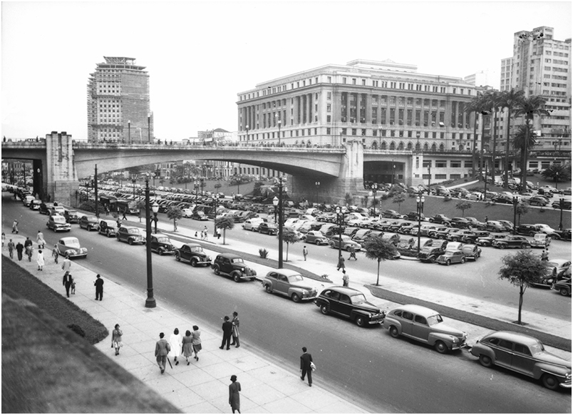 Veículos na Avenida Prestes Maia. Foto: S.d. Acervo Fundação Energia e Saneamento