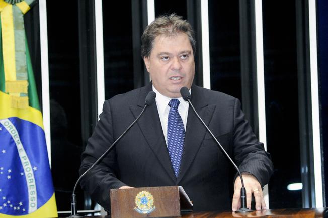 Senador Gim Argelo, em discurso na tribuna do Senado em 2014. Foto: Agência Brasil