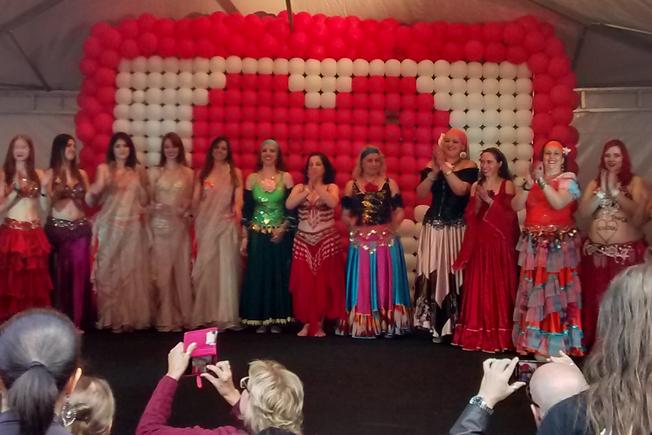 Danças e muitas atrações no primeiro dia na Feira da Fraternidade no Tatuapé. Foto: aloimage / celular