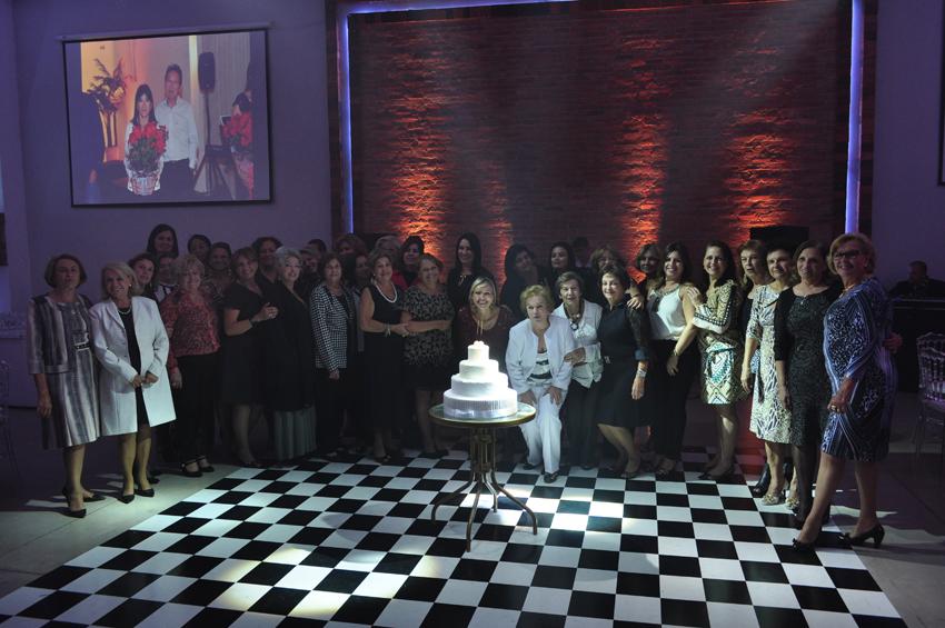 As esposas dos jogadores também vieram para comemorar na festa dos 56 anos do Futebol das 5as. Foto aloimage