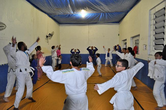 Projeto Social Samurais da Leste: início do treino. Foto: aloimage