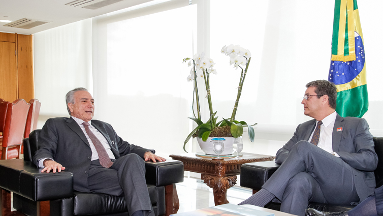 13/06/2016 – Brasília, DF – O presidente interino Michel Temer recebe Roberto Azevêdo, diretor-geral da OMC. Foto: Beto Barata / PR