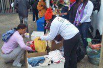 Voluntários da Sabesp distribuem agasalhos a moradores de rua do Belenzinho, vídeo