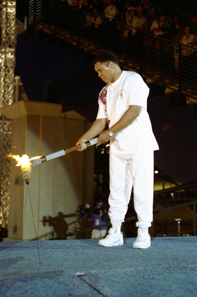 Ali em Atlanta 1996: ícone esportivo e Olímpico. Foto: Getty Images