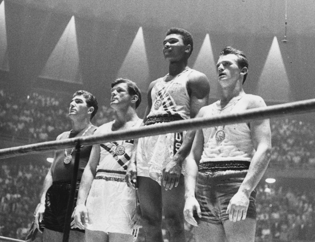 Muhammad Ali, então Cassius Clay (segundo da dir. para a esq): ouro em Roma 1960. Foto: Getty Images