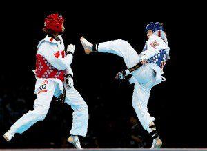 Yuzhuo Hou (E), da China, enfrenta a britânica Jade Jones na final da categoria até 57kg em Londres 2012. Foto: Hannah Peters/Getty