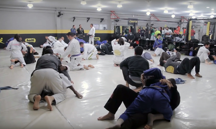 Tatame da Xtreme Gold Team onde treinam diariamente dezenas de alunos. Foto: divulgação / Xtreme