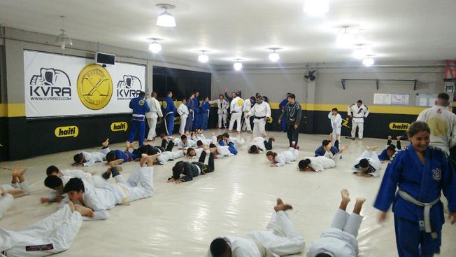Dojô: aula na Xtreme Gold Team, seguida por graduação de jovens atletas dos projetos sociais Recriar e Samurais da Leste. Foto: Alexandre Tadeu / Xtreme